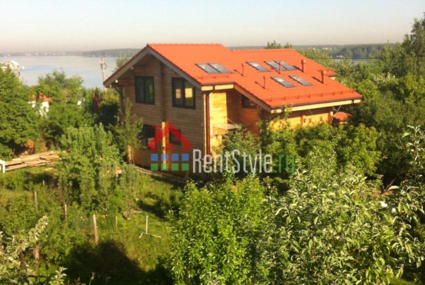 вид на дом в балкона